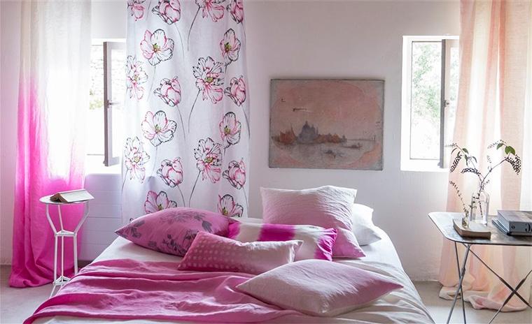 Шторы в спальню на маленькое окно – фото