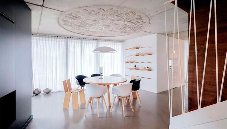 Как сделать теплее интерьер с потолком из бетона