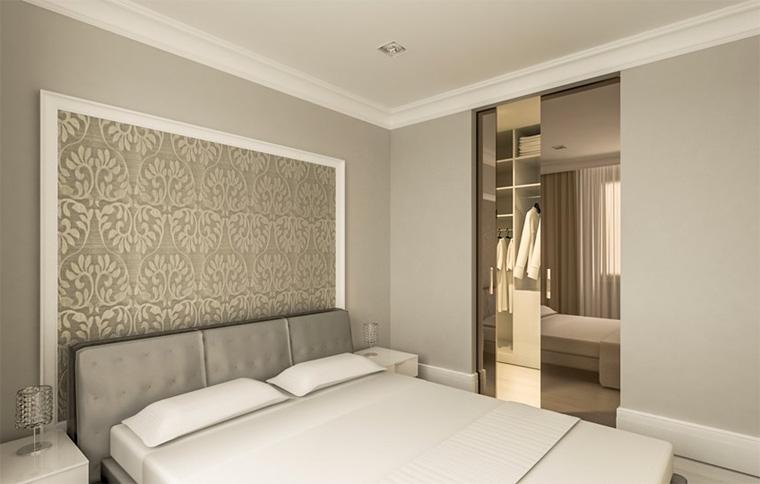 Декоративная рамка из молдингов с обоями у изголовья кровати