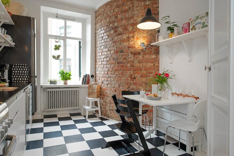 Черно-белая шахматная плитка на пол