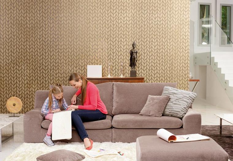 Однотонная обивка дивана или смелые узоры?