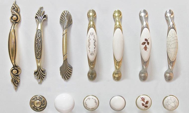 Ручки типа кнопка и традиционные в одном наборе