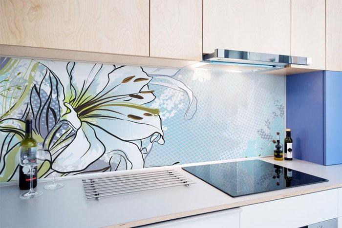 Кухонный фартук с цветочными мотивами