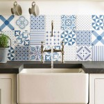 Модный микс узоров в дизайне кухонных фартуков из плитки