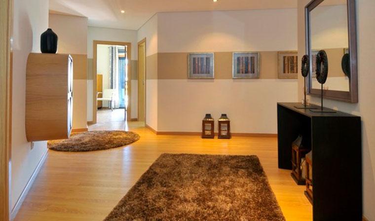 Модная и красивая прихожая комната, дизайн и освещение, фото
