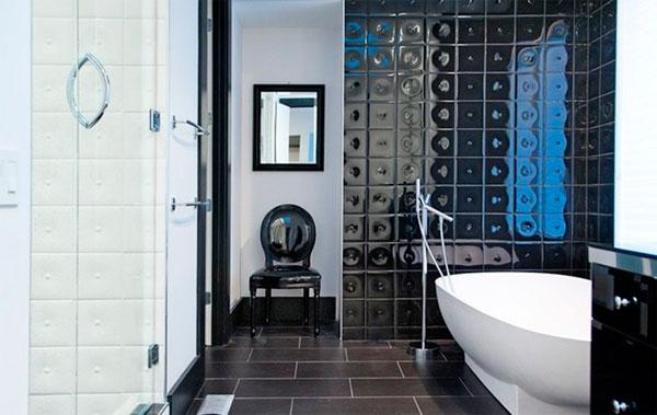 Дизайн черно-белой ванной комнаты в стиле гламур