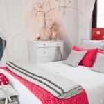Интерьер спальни в белых тонах, фото