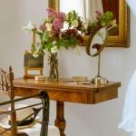 Столики пристенные, консоль с зеркалом в прихожую