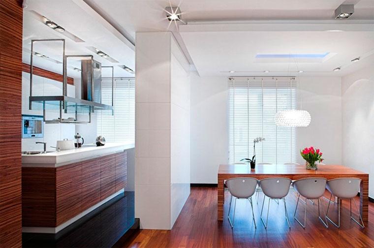 Светильник над столом в кухне