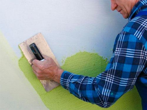 Структурная краска для стен – фото нанесения шпателем